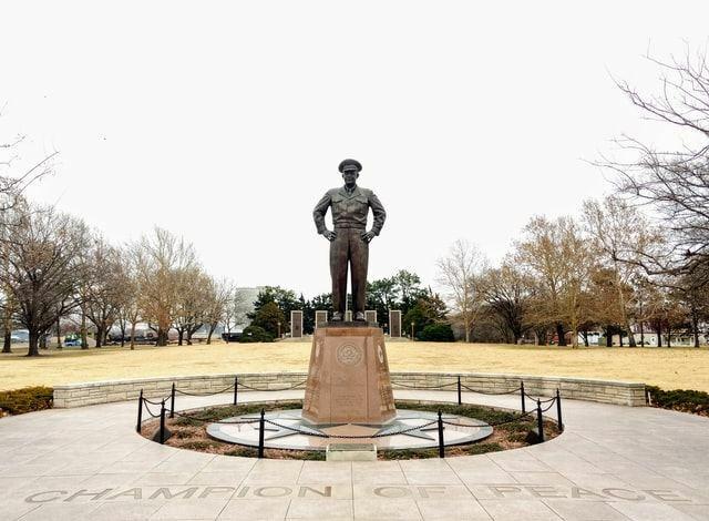 Das Eisenhower-Prinzip wurde von Dwight D. Eisenhower selbst angewendet und gelehrt
